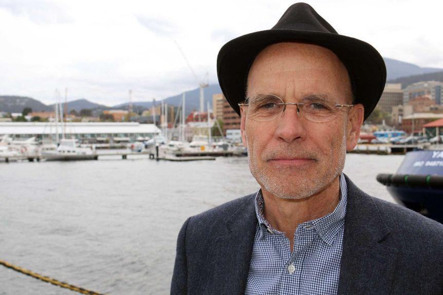 """学者克莱夫·汉密尔顿认为,""""收集点""""可能在澳大利亚的某个地方。"""