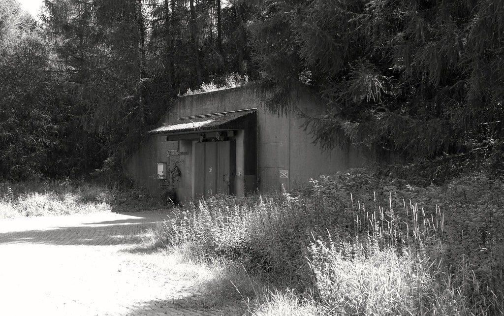 荷兰人因在北约碉堡掩体中运行暗网服务而受审;犯案25万起