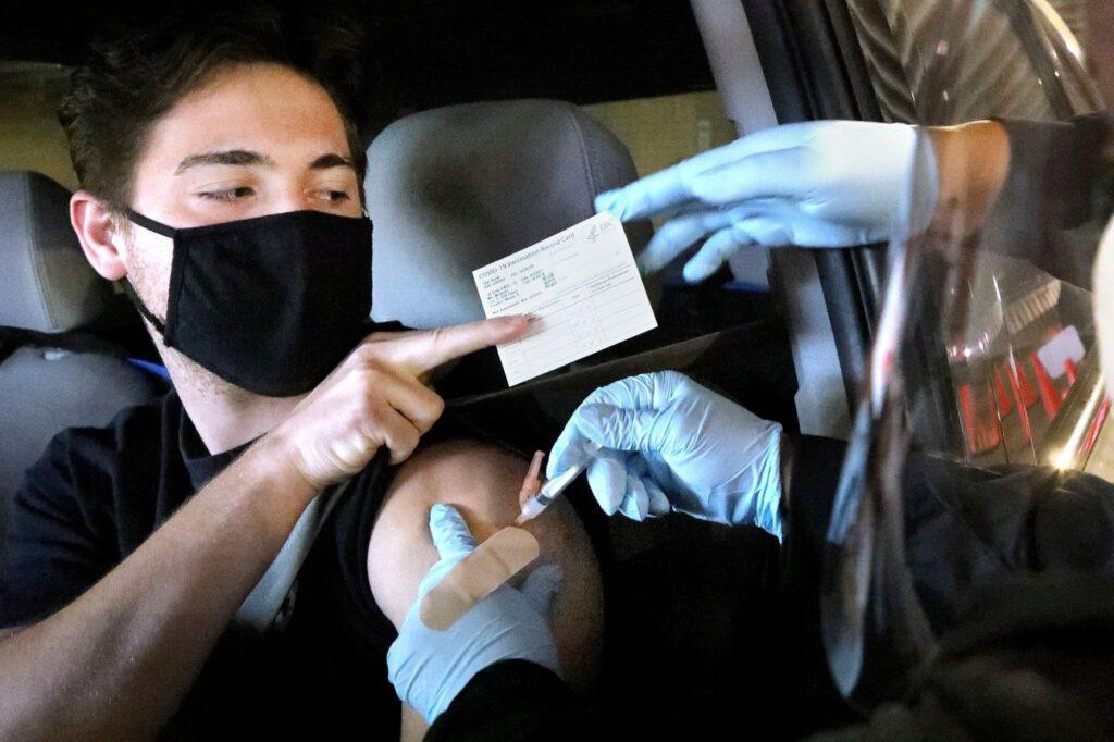 由于美国与欧盟的强制接种要求,伪造的疫苗接种证明在在社交平台Telegram和暗网中需求成倍增加